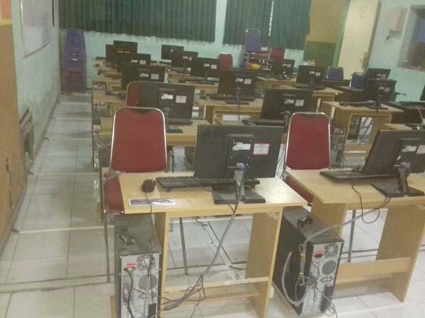 Pembenahan Lab Komputer Komli TITL SMK Negeri 1 Singosari