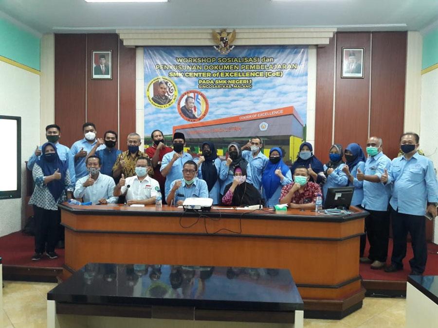 Peserta Dan Undangan Sosialiasasi SMK CoE